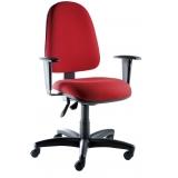 cadeira de escritório vermelha Conjunto Habitacional Palmares