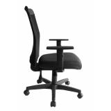 cadeira secretária giratória com braços reguláveis preta valores Tatuí