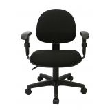 cadeira secretária giratória com braços reguláveis preta Conjunto Habitacional Palmares