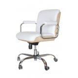 cadeiras de rodinha branca Cardeal