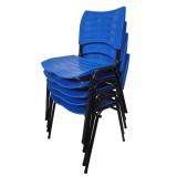 cadeira empilhável em polipropileno