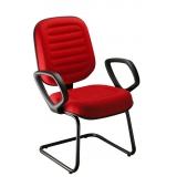 cadeira com braço estofada