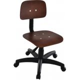 cadeira giratória em madeira industrial